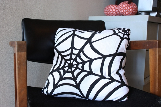 {DIY} spider web pillow  halloween DIY decor